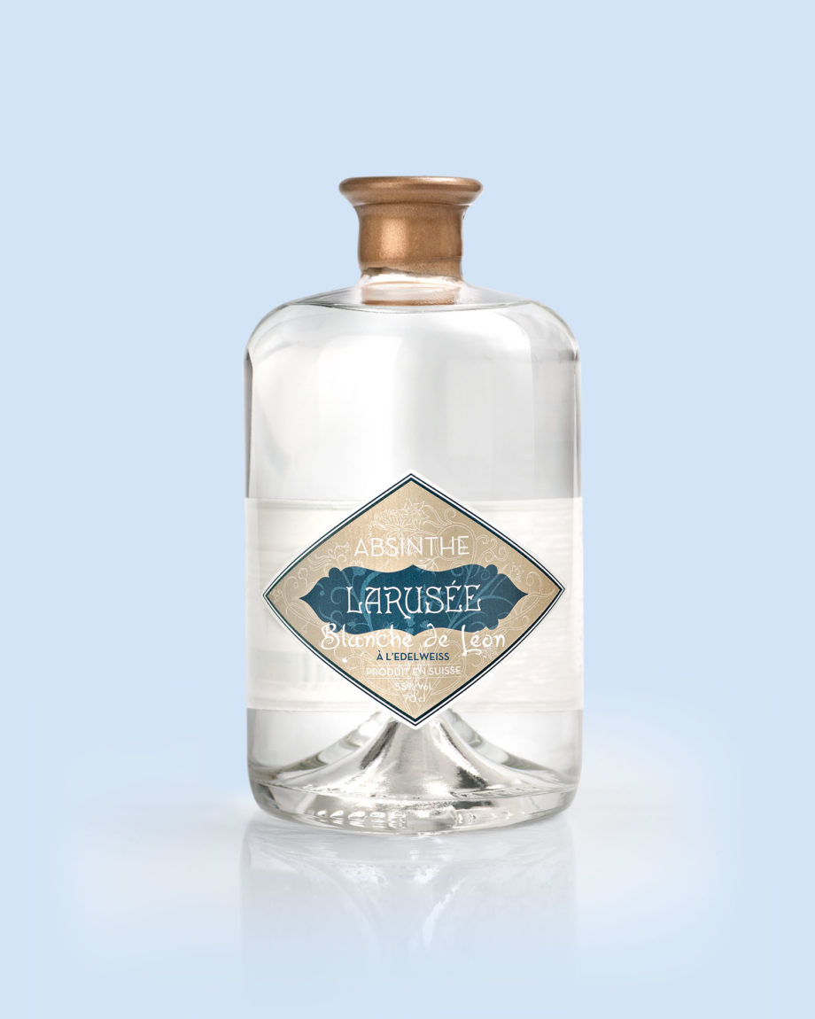 larusee-blanchedeleon-absinthe-70cl-closeup